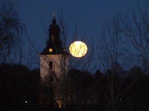 Fullmåne över By